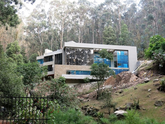 Mansions built in the heart of the Forest Reserve have been given demolition orders. Photo. Amigos de la Montaña
