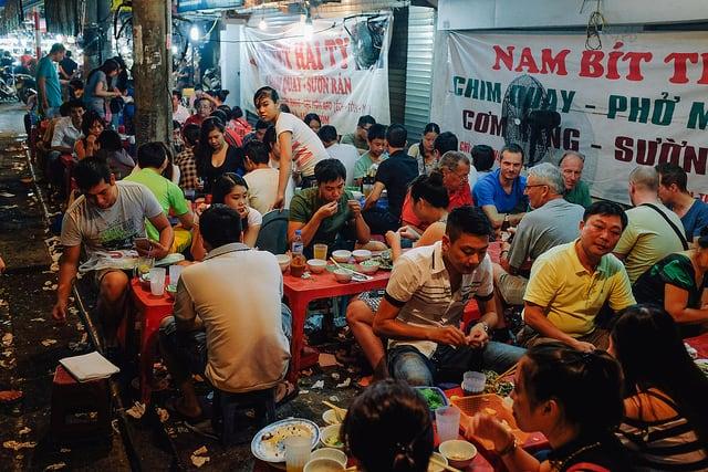 Eating in Hanoi's Street Kitchens