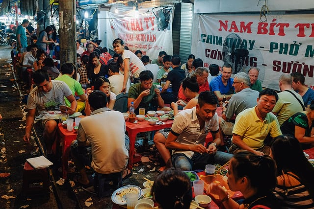 Eating in Hanoi's Street Kitchens