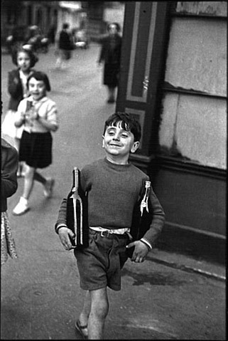 Rue Mouffetard. Henri Cartier-Bresson. 1954