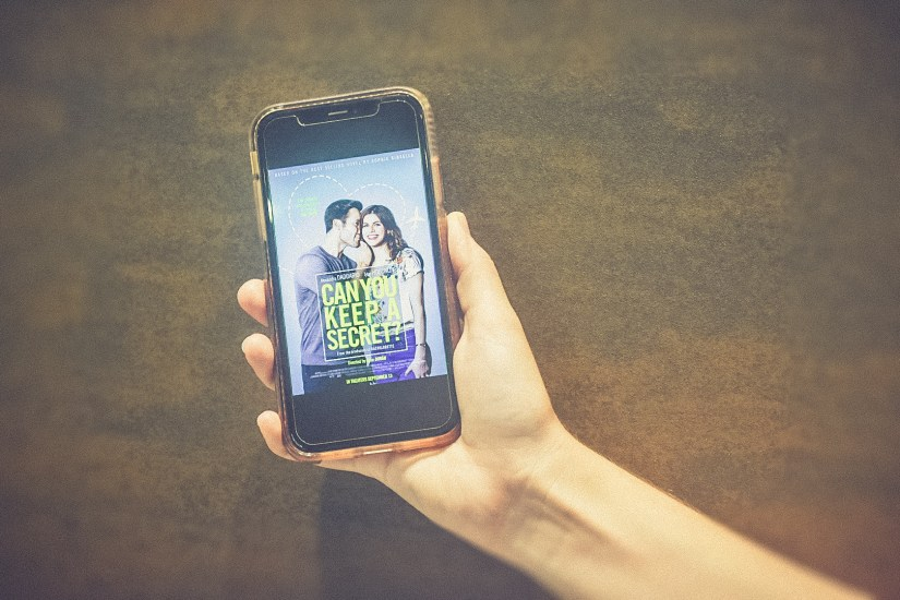 iphone showing cover of Can You Keep a Secret by Sophie Kinsella