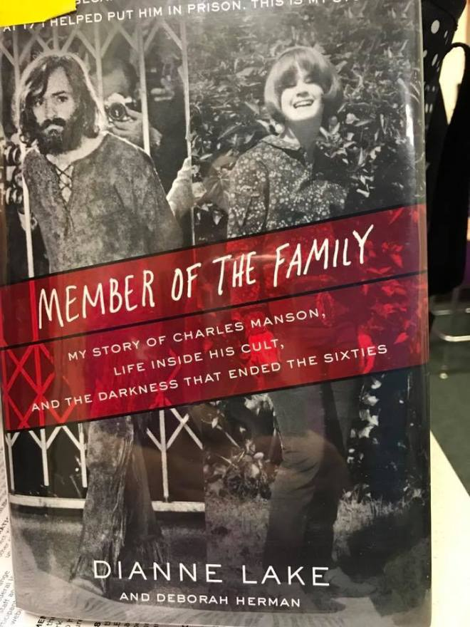 Image may contain: 2 people, people smiling, text that says 'HELPED PUT HIM IN PRISON MEMBER OF THE FAMILY MY STORY OF CHARLES MANSON, LIFE INSIDE HIS CULT, ENDED THE THE SIXTIES SIXTIES THAT ENDED AND THE DARKNESS THAT YY DIANNE LAKE AND DEBORAH HERMAN'