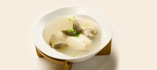 Chinese Soup with Tofu and Mussels