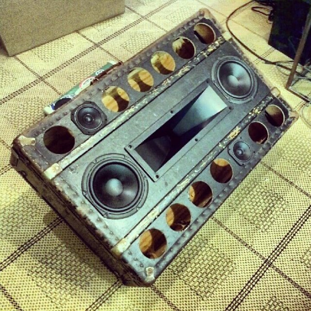 boomcase-trunk-vintage-speaker-boombox-celluloid
