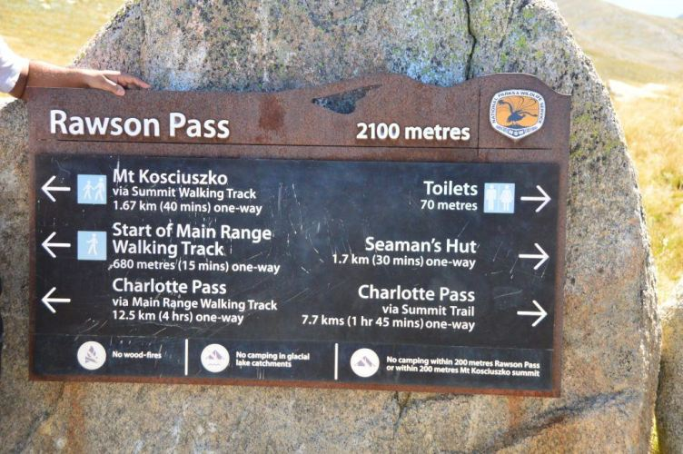 signs at rawsons pass on the climb to mount kosciuszko