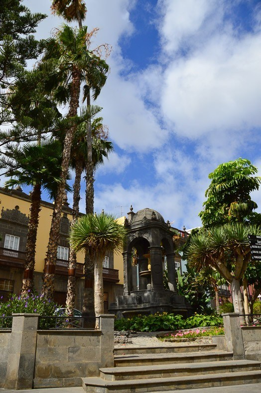 building and palm trees in Las Palmas