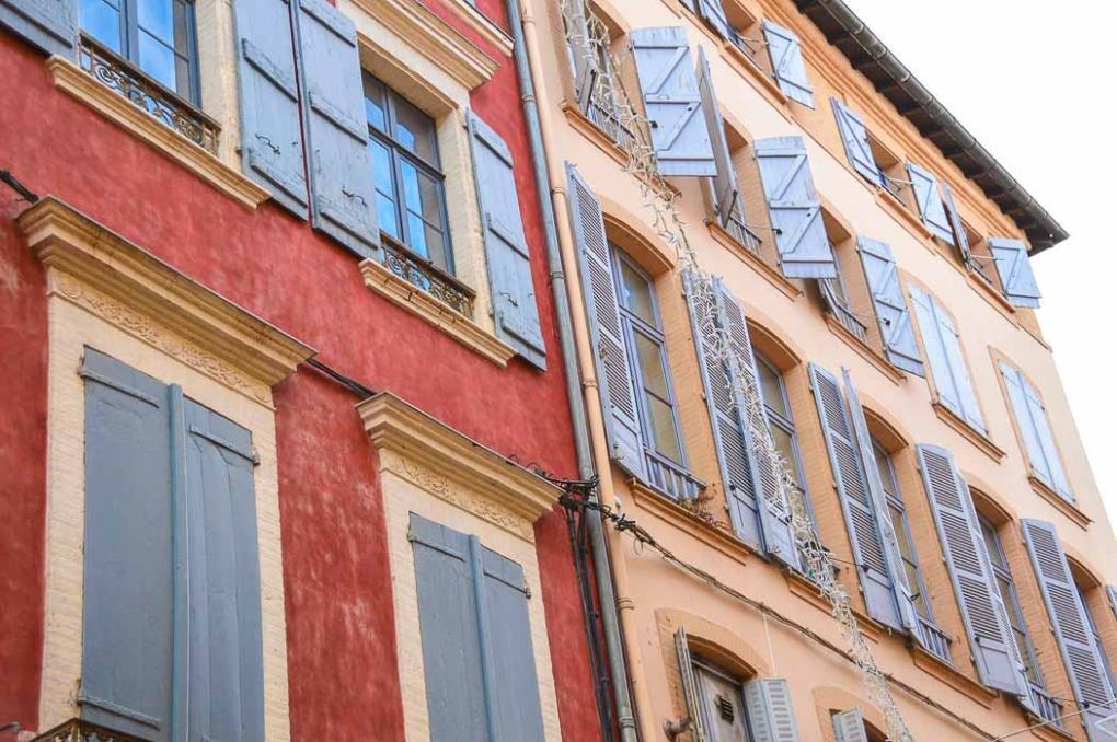 colouful buildings and shutters in Montauban