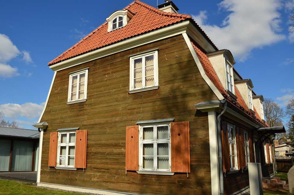 wooden house in Kipsala