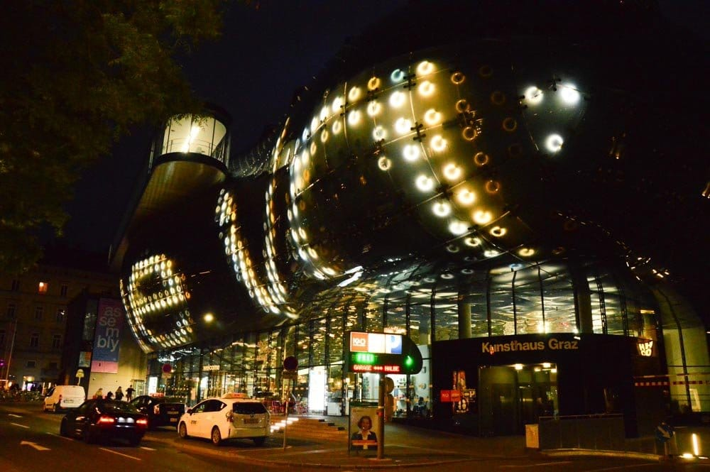 austria_graz_kunsthaus-night
