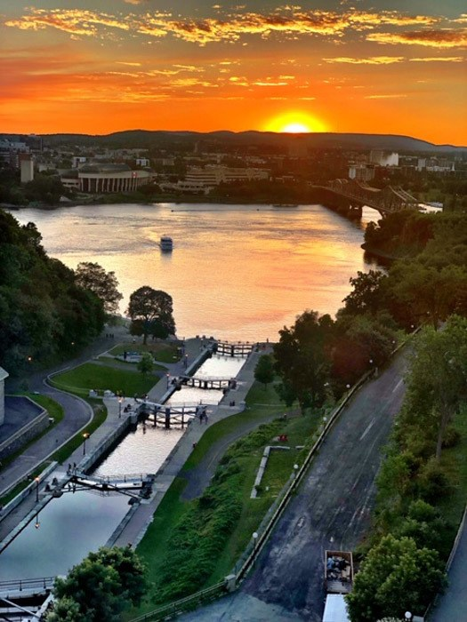 Canada_ottawa_chateau-laurier-sunset-view