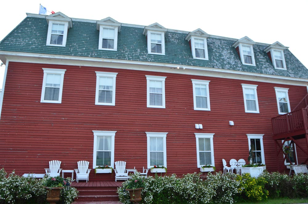 canada_new-brunswick_hotel-paulin-side-view