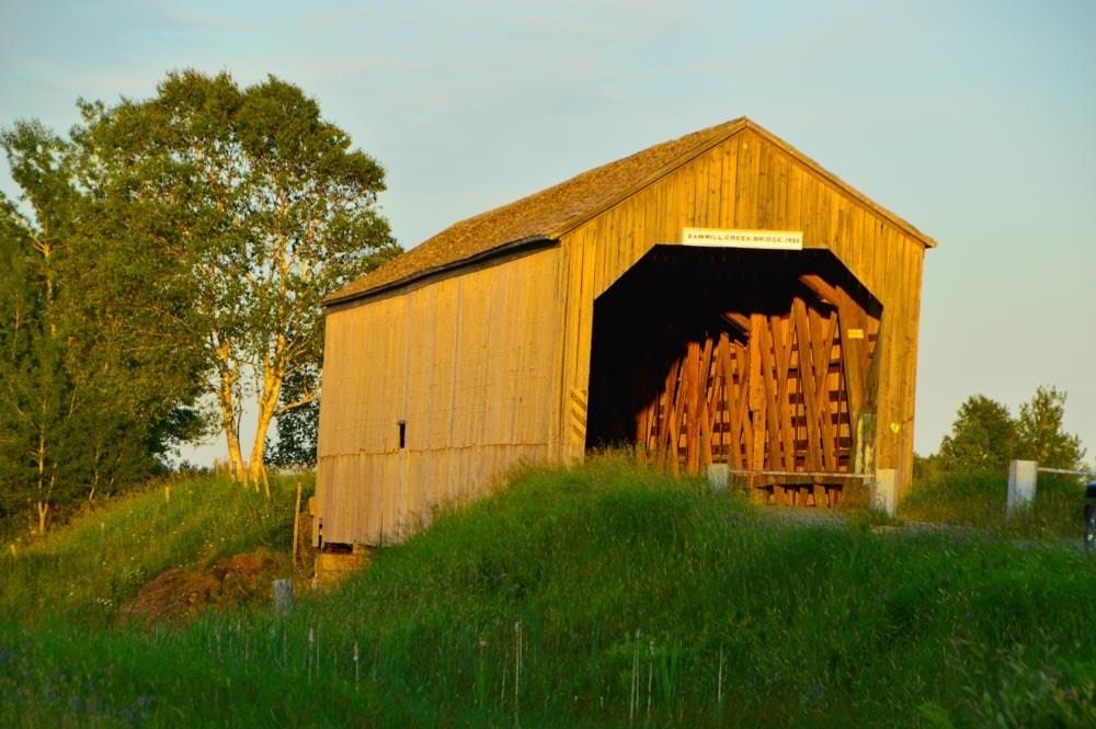 canada_new-brunswick_hopewell-rocks-covered-bridge