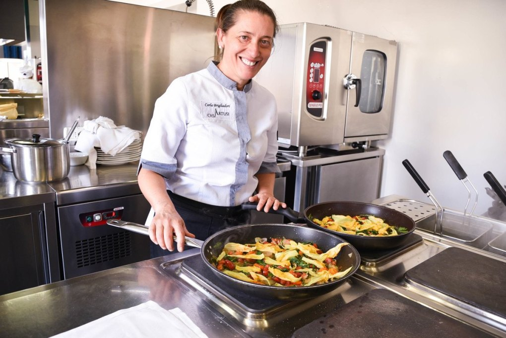 Italy_Forlimpopoli_casa-artusi-chef-with-frying-pans