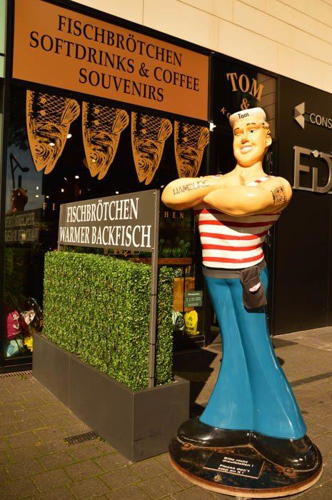 germany_hamburg_sailor-statue