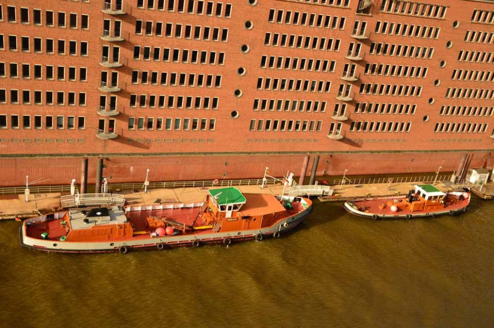 germany_hamburg_view-from-elbphilharmonie-boats-on-canal