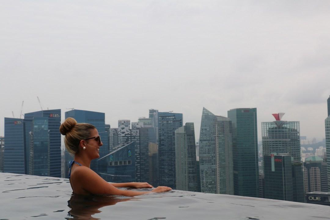Singapur_Marina_Bay_Sands_Infinity_Pool_6_thebraidedgirl