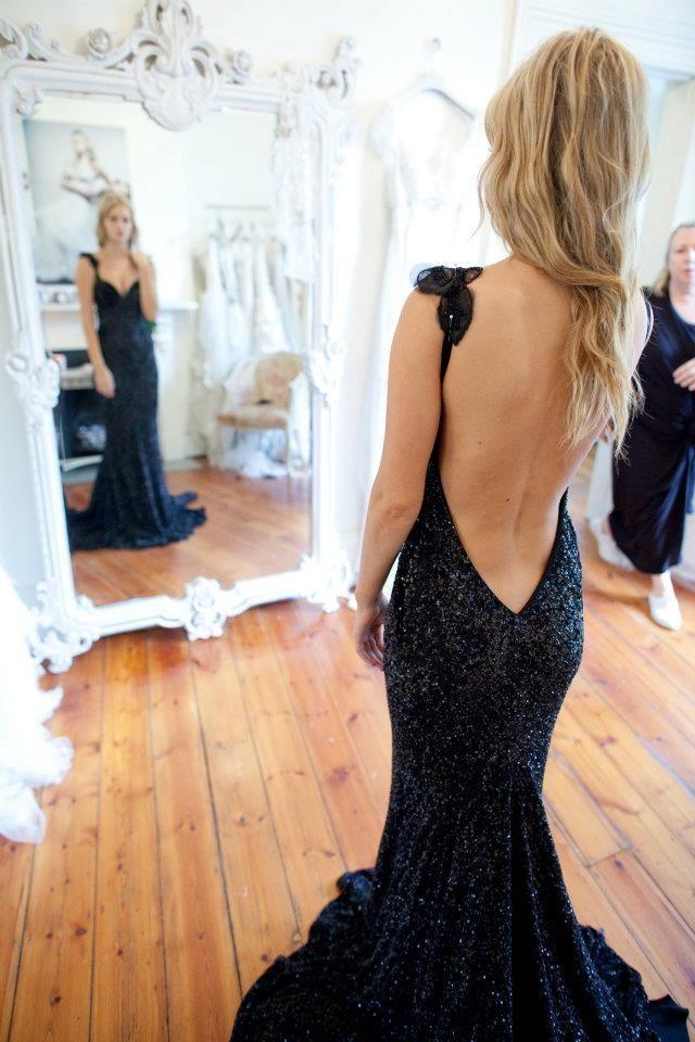 454084b67860347b2b93d9dc80079e4e--backless-dresses-sexy-dresses