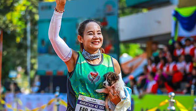 This Woman Who Rescued A Lost Puppy In The Middle Of Running A Marathon Is A True Hero