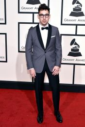 Jack Antonoff arrives at the 58th Annual Grammy Awards in a clean cut grey tuxedo jacket. (Photo: John Shearer/Getty Images)