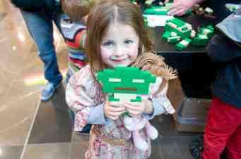 Lego Star Wars Yoda Event_Evie Moran builds Yoda