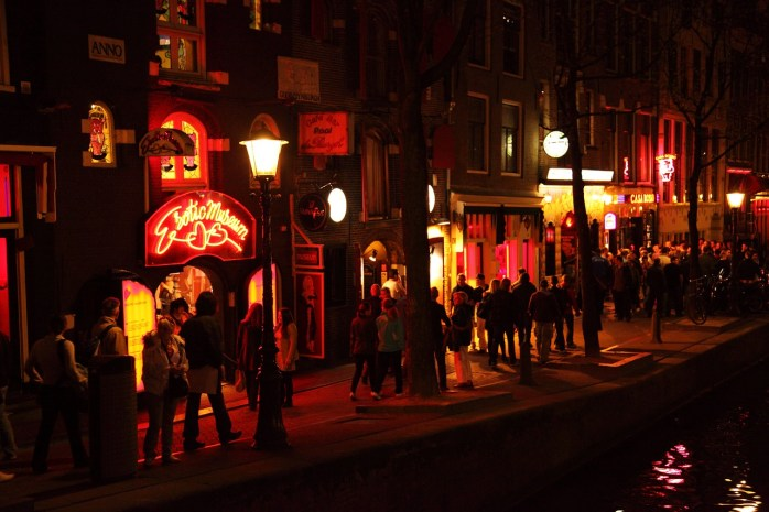 Casa Rosso; erotic show; sex, red light district; sex for sale; sex workers; red light; red doors; doors; doors of Amsterdam; sex behind doors; sex district; adults only; nightclub; Amsterdam; Holland; Netherlands; EU; Europe; tolerance; sexual orientation; travel;