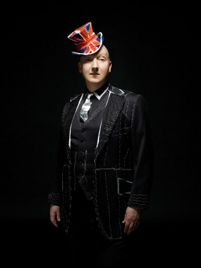 Stephen Jones - English fashion!