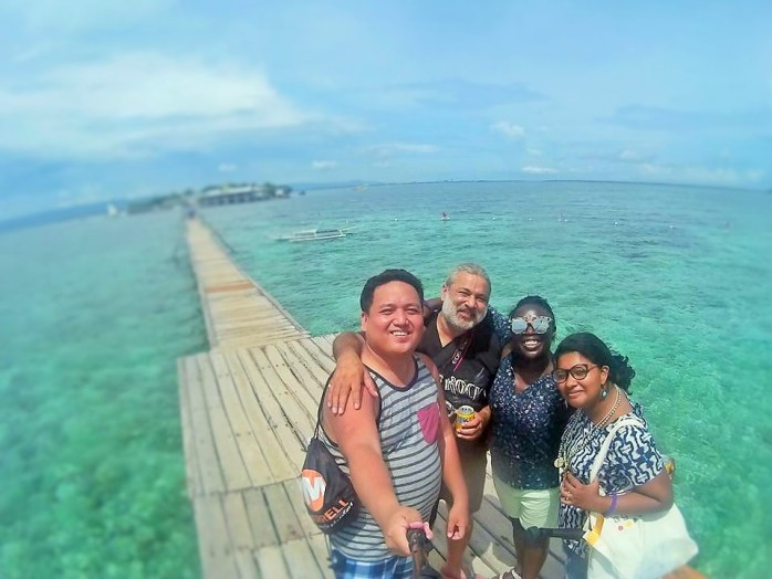 Arriving at Nalusuan Island in Cebu with Jonathan Espiña, Ajay Sood, Victoria Ade-Genschow (me) & Ruchika Shankar! ©Jonathan Espiña - Jon to the World