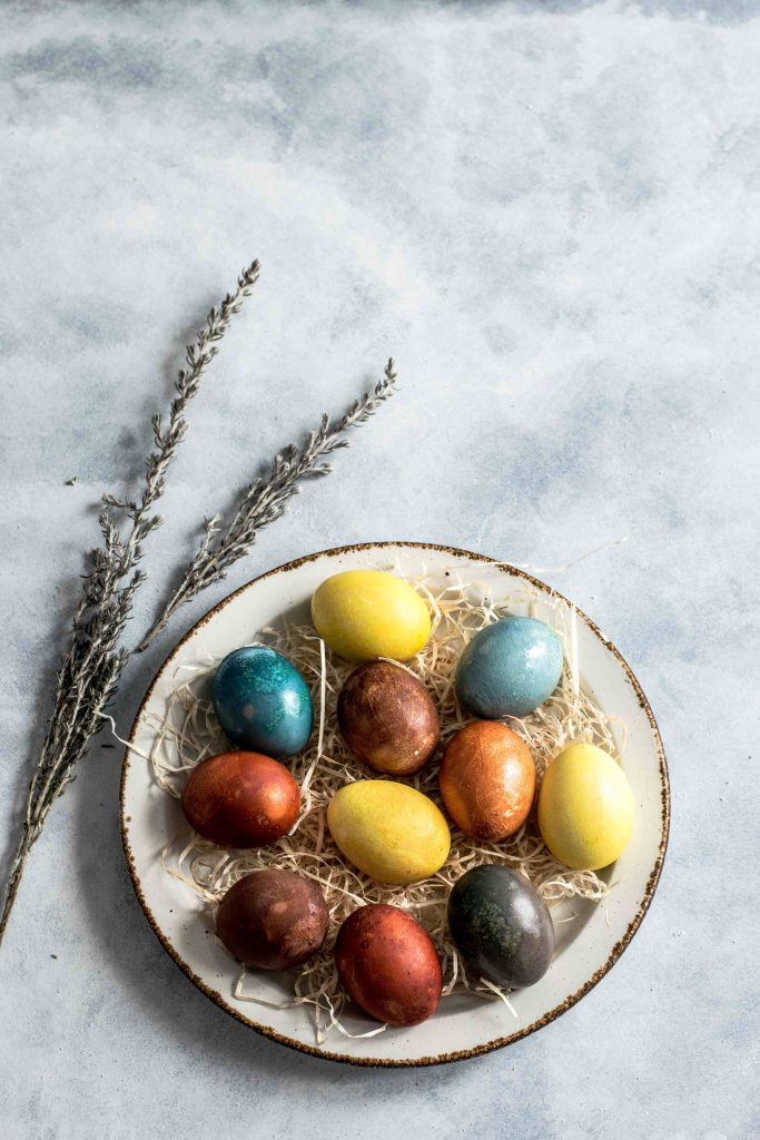 eggs; egg; colourful eggs; Easter eggs; Easter; boiled eggs; food; straw; plate; bowl; hay; straw; corn; snack; meal; farm; Europe; travel;