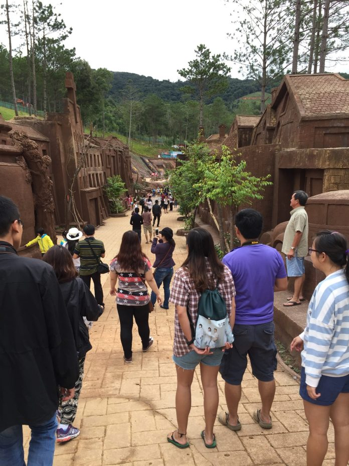 clay-tunnel-hamdatset-thebroadlife-travel-dalat-vietnam-2015