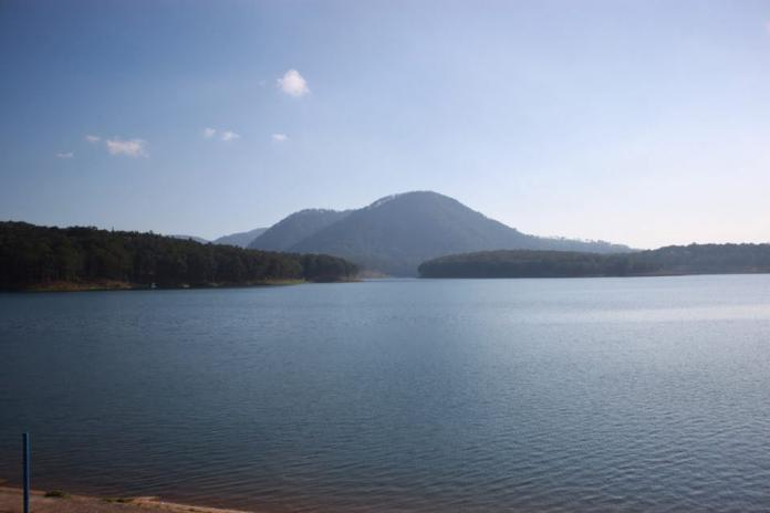 tuyenlamlake-mountain-thebroadlife-travel-dalat-vietnam