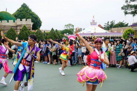 parade-dance-disneyland-tokyo-japan-thebroadlife-travel-wanderlust-asia2