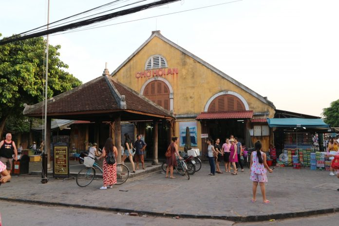 Hoi An center market at the ancient town
