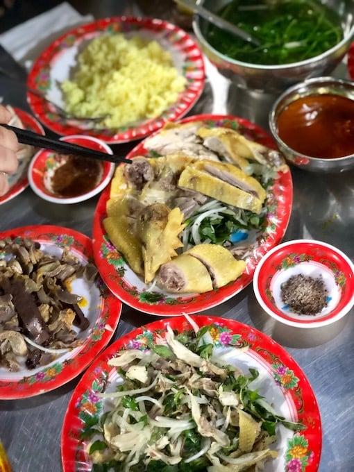 cơm gà bà bụi at hoi an ancient town, quang nam, vietnam