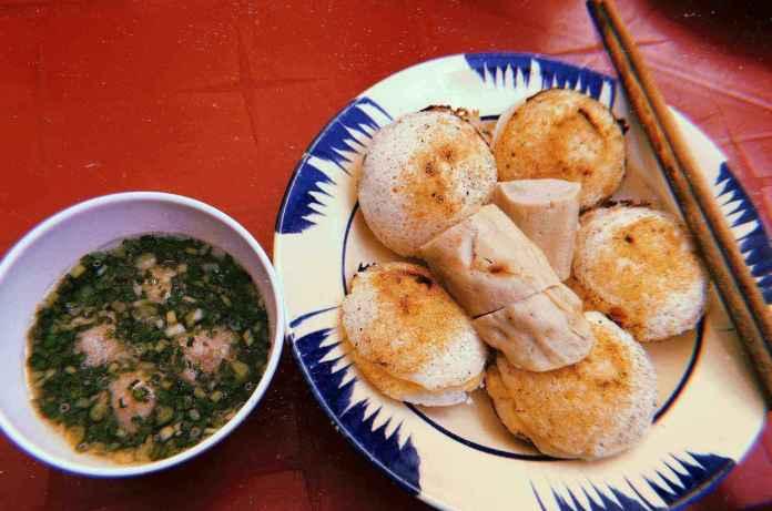 Bánh Căn Nhà Chung, one of the best  Dalat food visitors must try