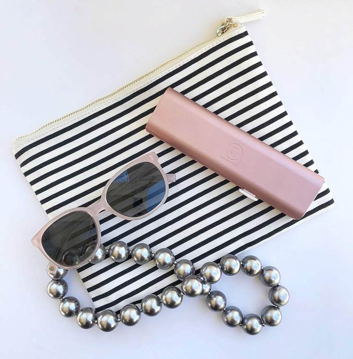 The fancy Mimi Medcessories 7 Days Pretty pill box with other accessories