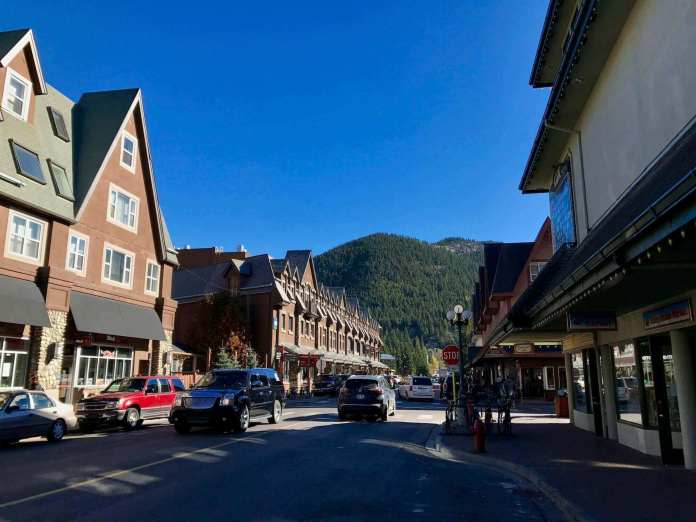 travel from toronto to a town of banff, calgary