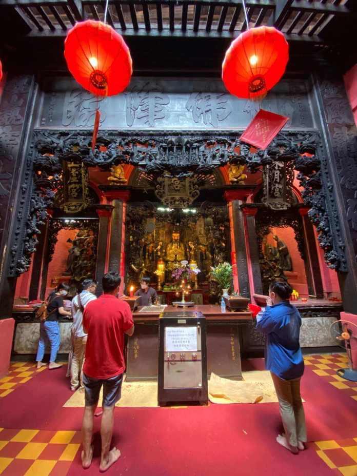 The Great Hall worships Jade Emperor