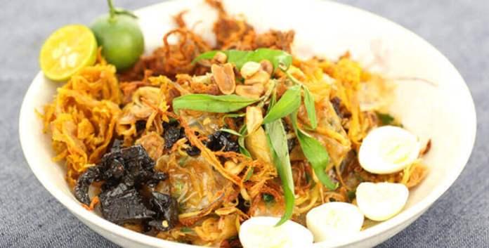 Bánh Tráng Trộn - An afternoon snack in Ho Chi Minh City, Vietnam