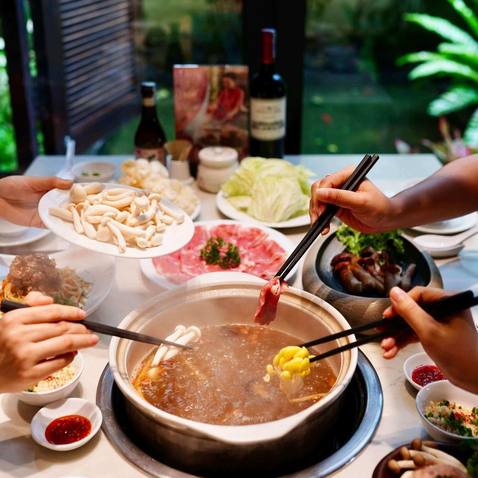 eating hotpot is ideal in ho chi minh city at night