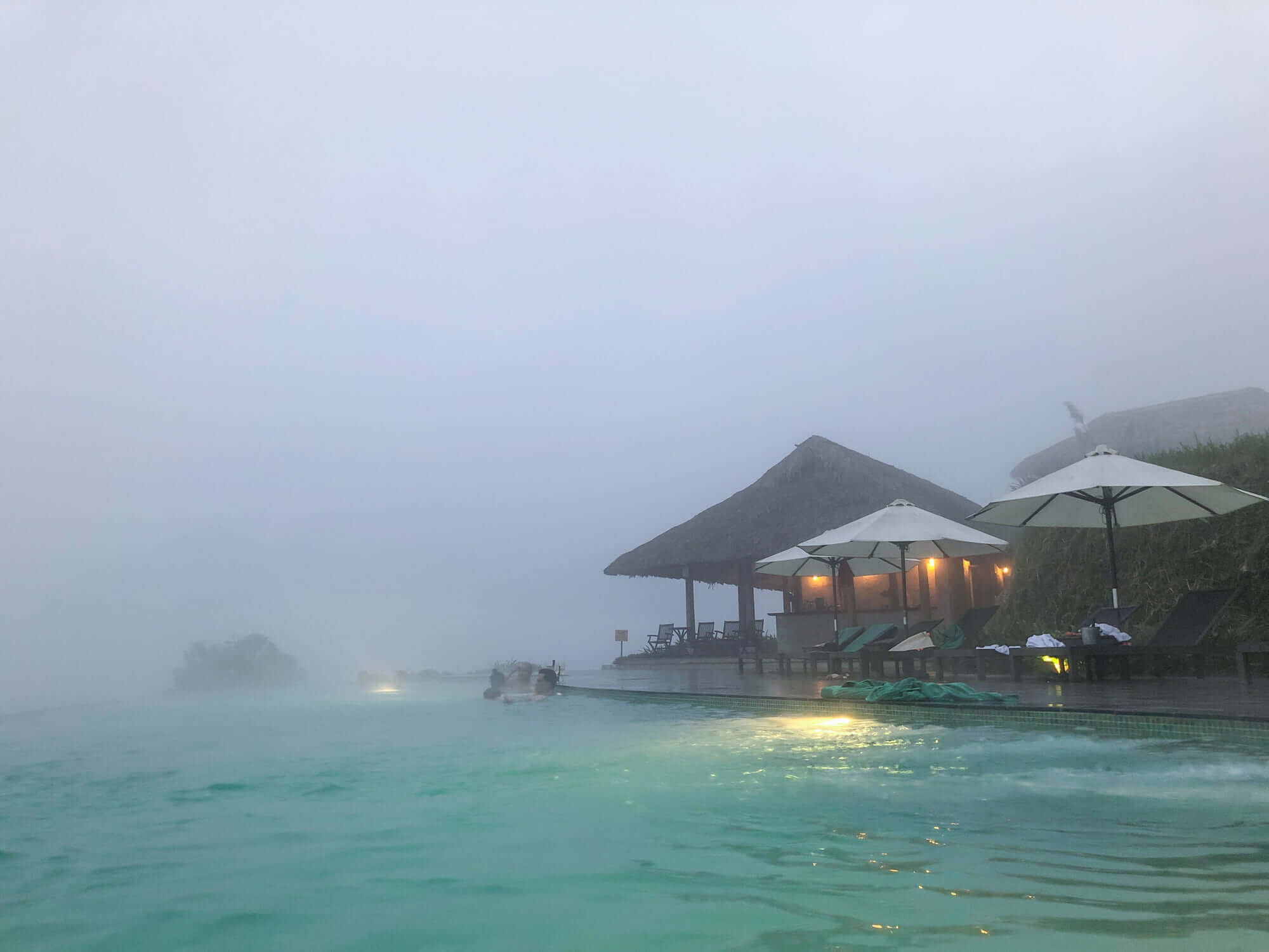 Fog in the pool of Topas Ecolodge