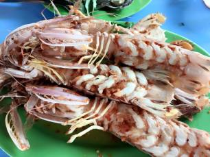 Grill mantis shrimp with salt and pepper