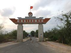 border-gate-xaxia-thebroadlife-travel-vietnam