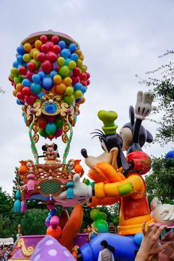 parade-mickey-disneyland-thebroadlife-travel-wanderlust-tokyo-japan-asia