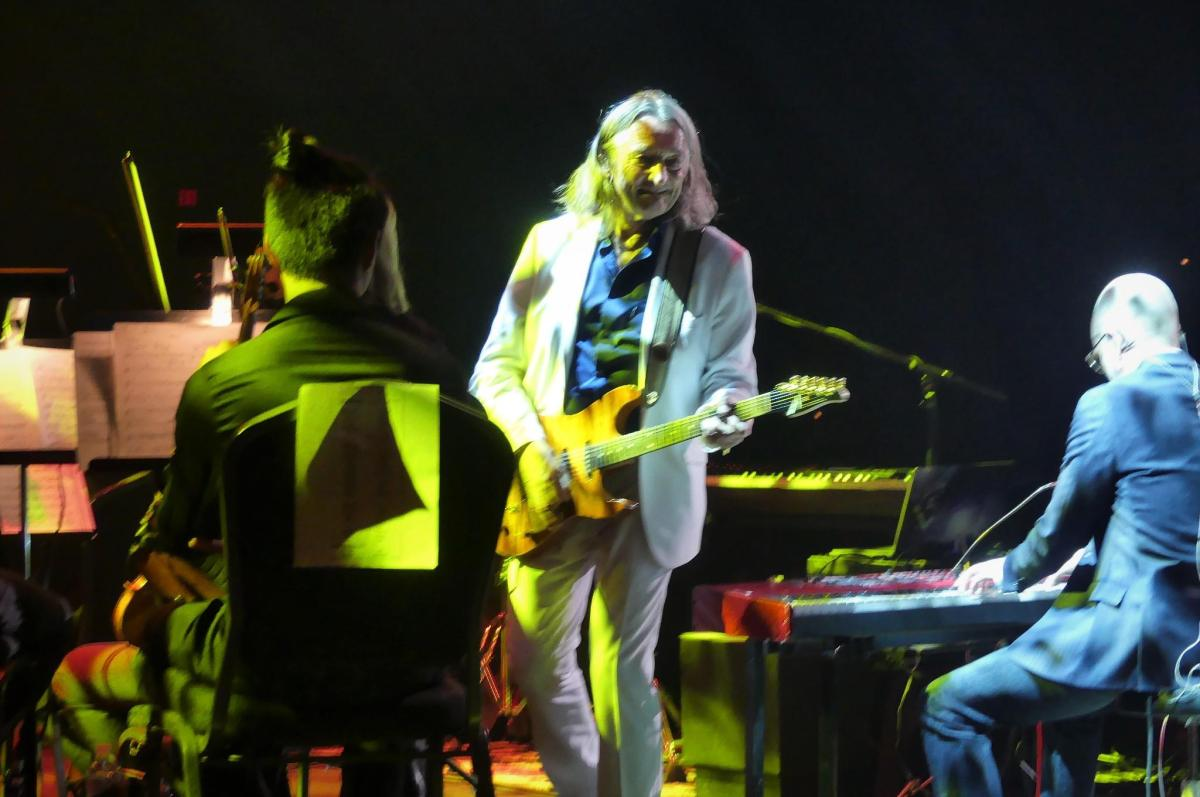Beaverton youngster gets to meet legendary musician Roger Hodgson