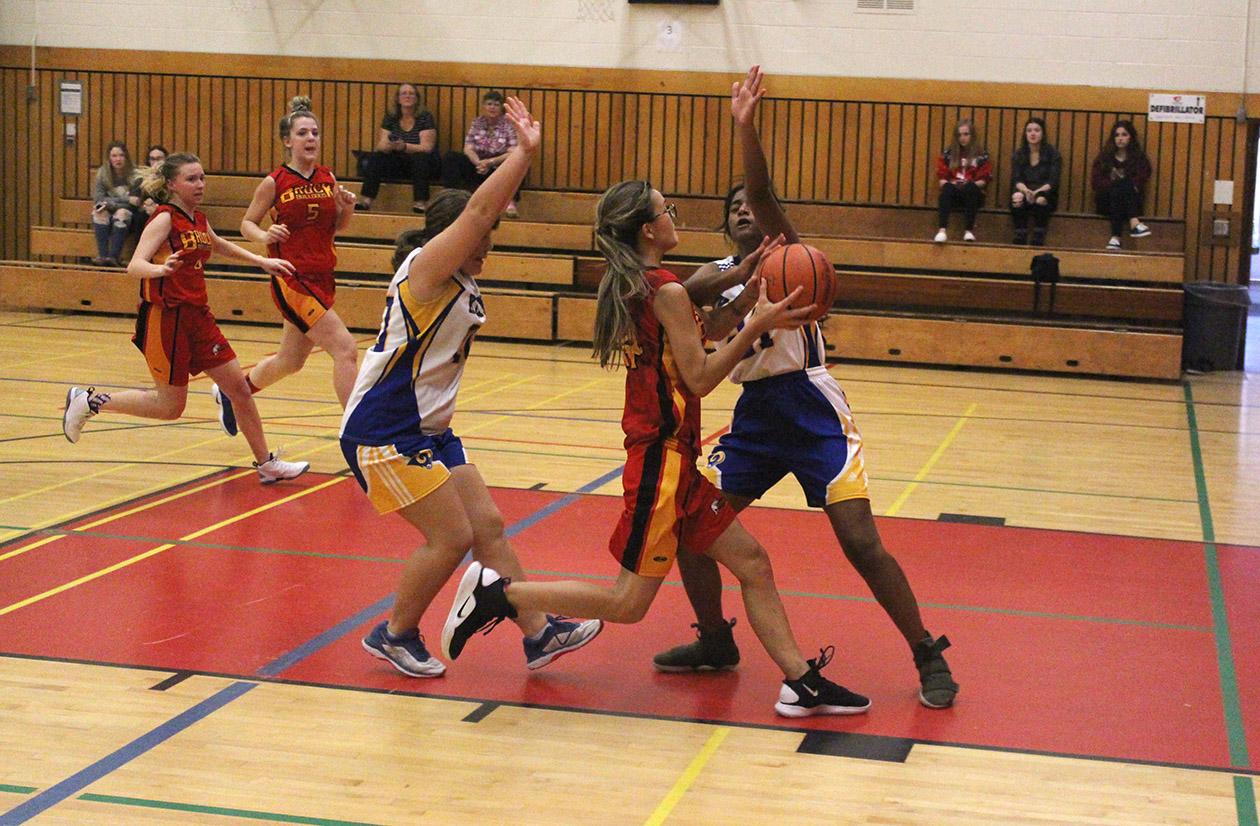 Senior girls basketball team off to a rough start