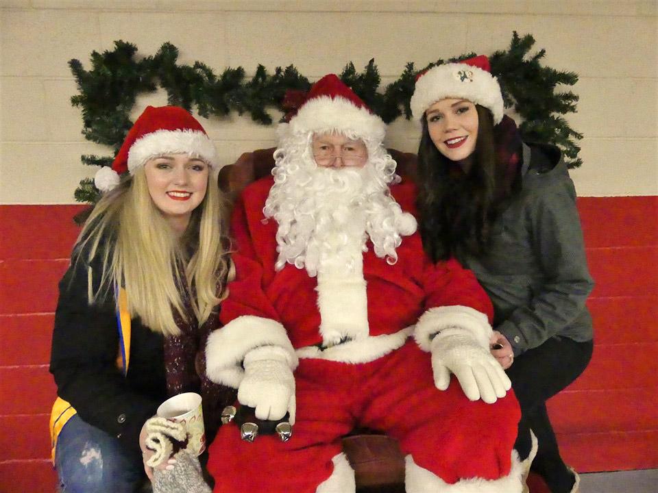Santa Claus parade draws a crowd in Beaverton