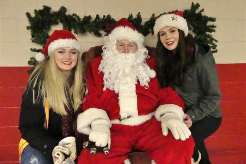 Santa Claus parade draws a crowd in Beaverton