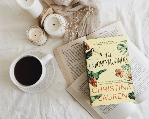 The Unhoneymooners by Christina Lauren / best kind of a beach read