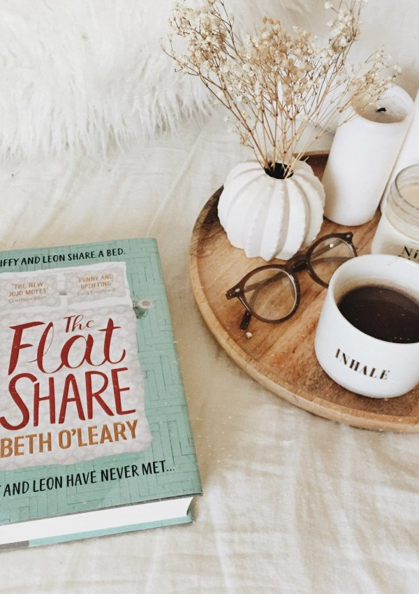 The Flatshare by Beth O'Leary / charmingly British and absolutely adorable