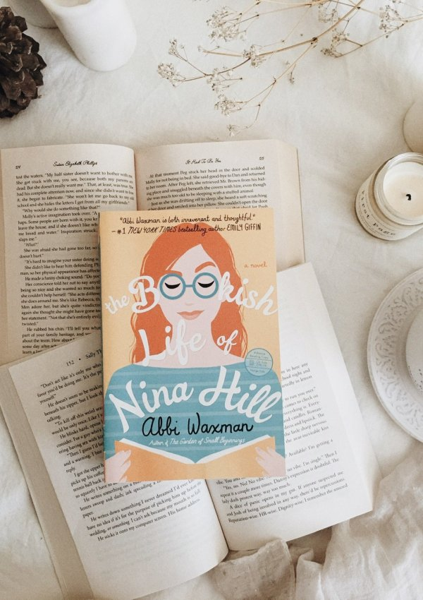 The Bookish Life of Nina Hill by Abbi Waxman / the perfect book for bookworms